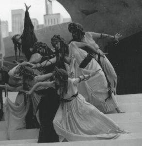 Edipo a Colono 1936. Il Coro di Eumenidi. Archivio INDA