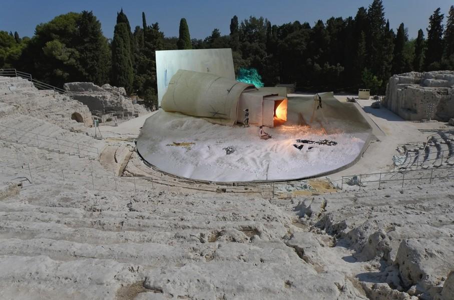 MEDEA 1 -2015 la scena di Ezio Toffolutti