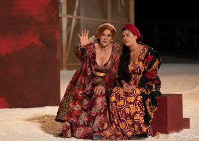 Elisabetta Pozzi (Lisistrata) e Federica Carruba Toscano (Calonice) - ph. Franca Centaro