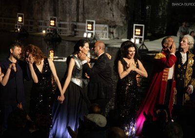 La prima: il regista Davide Livermore con il Cast - ph. Bianca Burgo