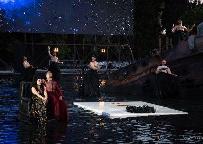 Laura Marinoni (Elena), Sax Nicosia (Menelao) e Coro - ph. Bianca Burgo