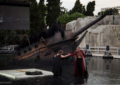 Mariagrazia Solano (Una vecchia) e Sax Nicosia (Menelao) - ph. Bianca Burgo