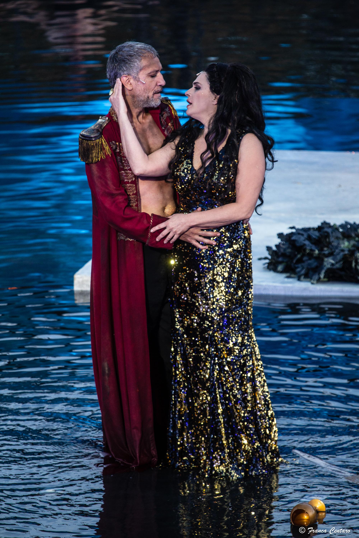 Laura Marinoni (Elena) e Sax Nicosia (Menelao) - ph. Franca Centaro