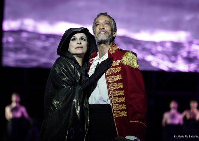 Laura Marinoni (Elena) e Sax Nicosia (Menelao) - ph. Maria Pia Ballarino