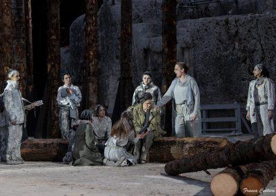 Maddalena Crippa (Ecuba), Elena Polic Greco (Capo Coro), Clara Galante (Corifea) e Doriana La Fauci (Capo coro di vecchie prigioniere troiane) - ph. Franca Centaro