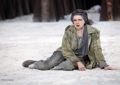 Maddalena Crippa (Ecuba) - ph. Maria Pia Ballarino