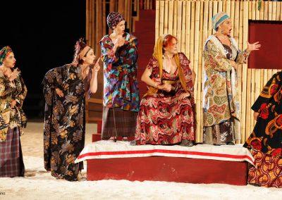 Simonetta Cartia (Nicodice), Giovanna Di Rauso (Mirrina), Silvia Salvatori (Calice), Elisabetta Pozzi (Lisistrata), Tiziana Schiavarelli (Stratillide) e Federica Carruba Toscano (Calonice) - ph. Maria Pia Ballarino