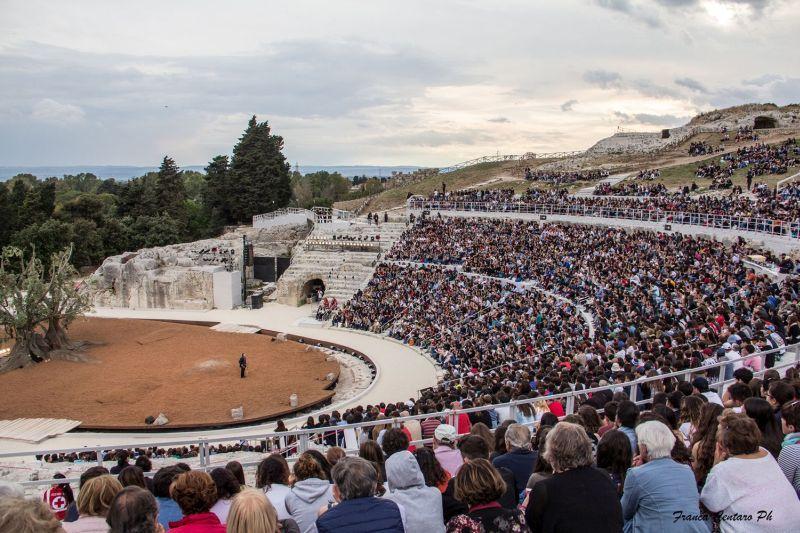"""Teatro Greco di Siracusa, a Davide Livermore la regia di """"Elena"""" Muriel Mayette dirigerà """"Le Troiane"""", Tullio Solenghi per """"Lisistrata"""""""