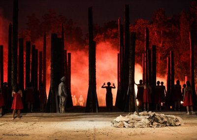 Scena finale: Troia brucia - ph. Maria Pia Ballarino