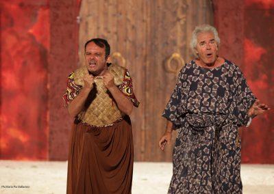 Giuliano Chiarello (Araldo spartano) e Tullio Solenghi (Cinesia) - ph. Maria Pia Ballarino