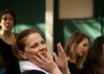 Elena Polic Greco (Capo Coro) in un momento delle prove - ph. Bianca Burgo