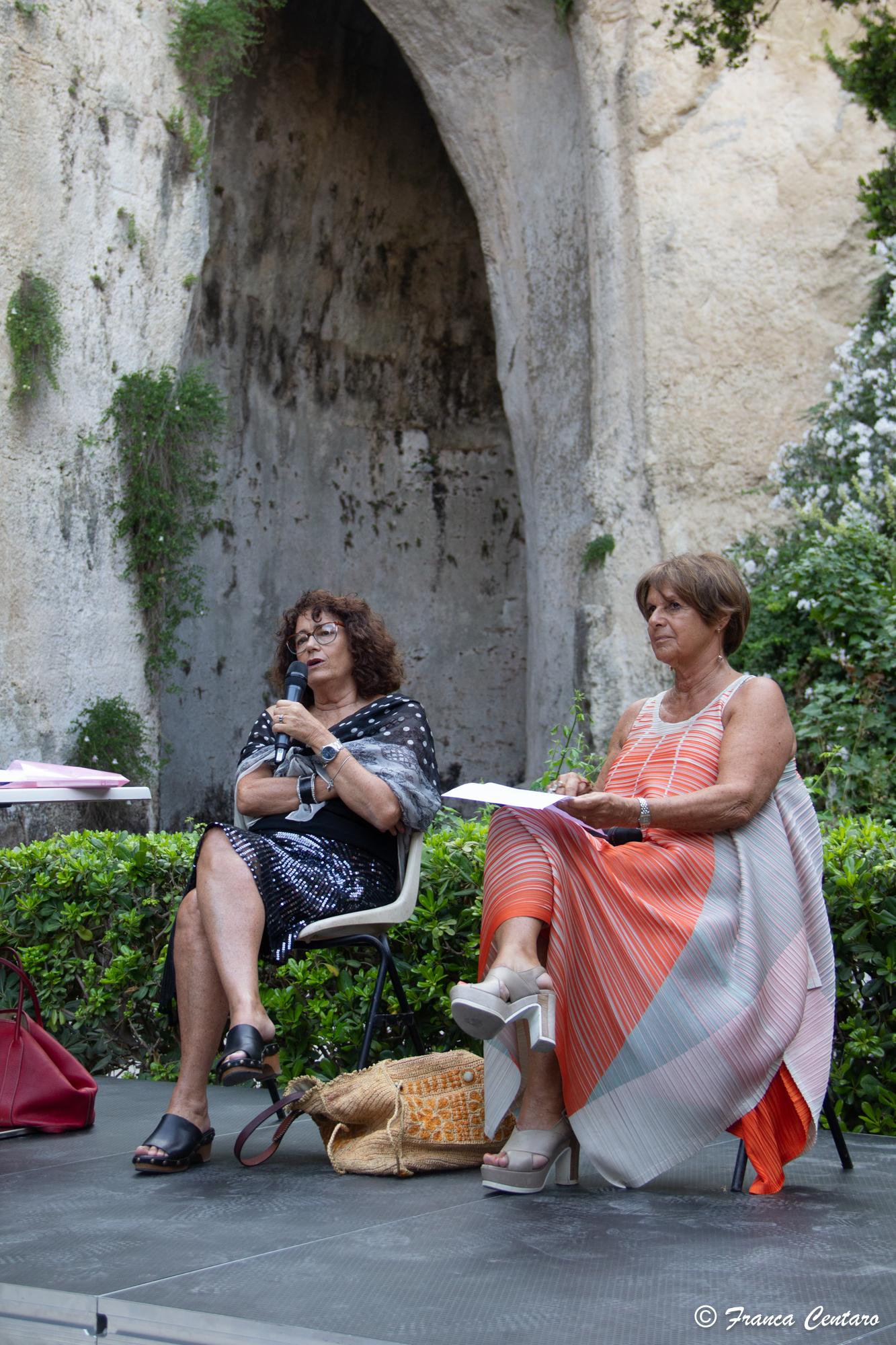 """""""Donne e guerra in Aristofane"""": Lella Costa dialoga con Margherita Rubino all'Orecchio di Dionisio"""