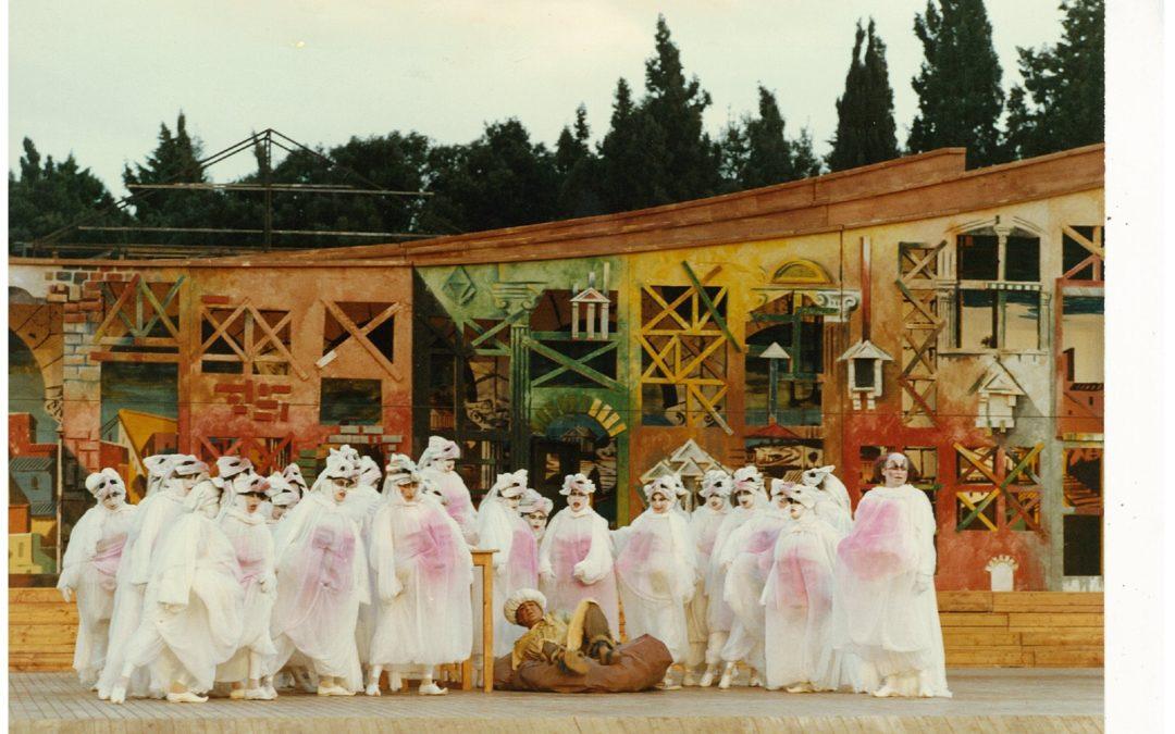 Un viaggio nel coro nelle rappresentazioni classiche al Teatro Greco